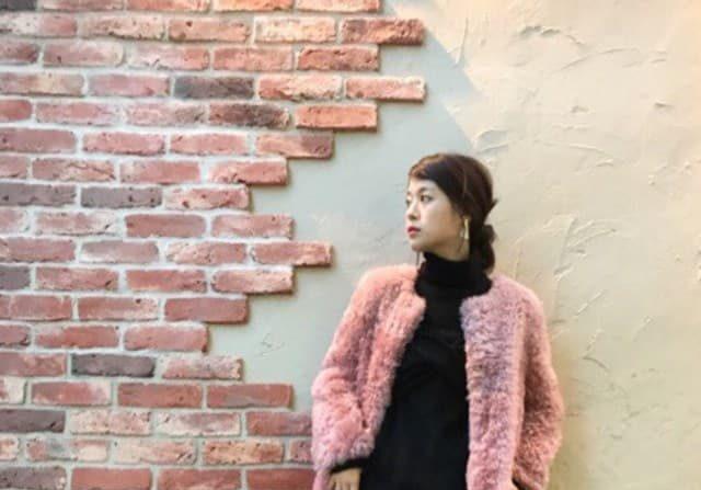 子どもっぽくならないスタイリングに♪ 大人女子のためのピンク色コーデ10選