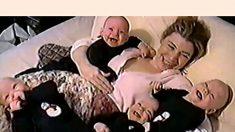 四つ子の無邪気な笑い声に癒される
