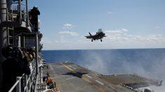 米F35B戦闘機が発着訓練、沖縄本島沖の強襲揚陸艦で