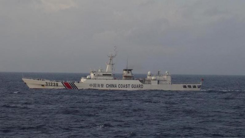 尖閣沖での中国公船の領海侵入、厳重に抗議=菅官房長官